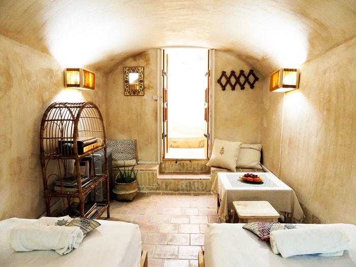 Ganj-Khaneh-room-in-Howzak-Isfahan-Hostel-3