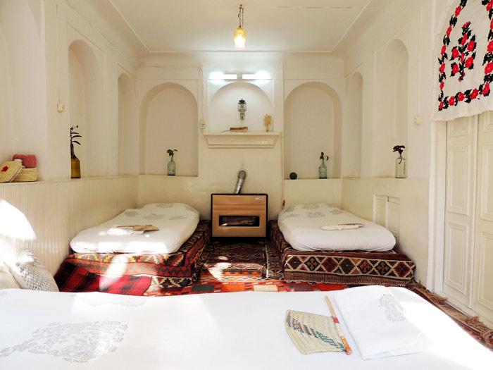 Se-dari-Dorm-in-howzak-Isfahan-Hostel